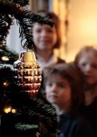 現在的聖誕樹已經不流行掛鈴噹了嗎....