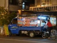 台南怡東路-發財車上的小黃瓜