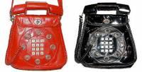 衝突美感,當手機遇上70年代的電話包