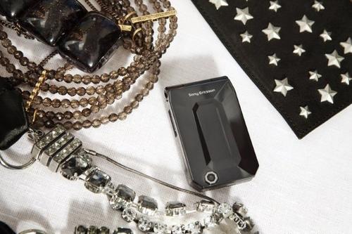 精緻的就跟珠寶一樣的手機,D&G X SE !