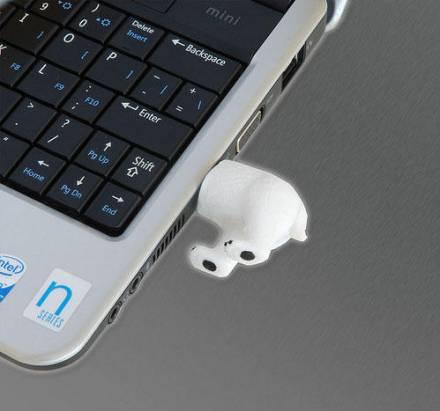 還是擺在電腦旁「惜惜」就好的北極熊隨身碟...