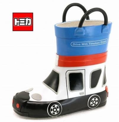 有了這個雨鞋,下雨就不用搭車了