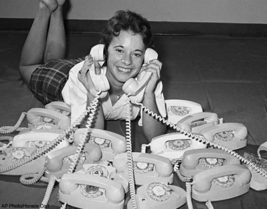 [好奇] 有1/5美國人不用市內/固接電話了,妳還有在用嗎?