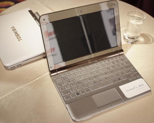 Toshiba發表10吋美型輕省筆電 - NB200