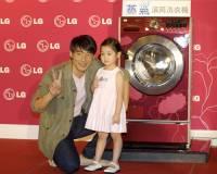 LG發表會吐氣的滾筒洗衣機與鑲鑽的電冰箱