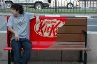 外國廣告很有創意 ~很黏 很甜的樣子