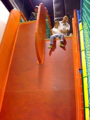 這種垂直的溜滑梯你敢玩嗎?