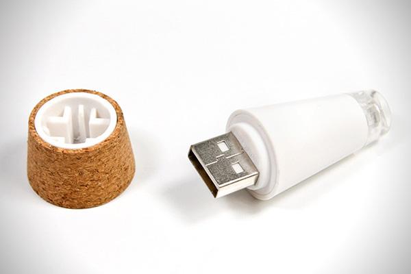 浪漫氣氛推手~使用 USB 充電即可的瓶塞燈