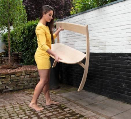 再怎麼極簡也簡不過它,微妙平衡兩腳椅