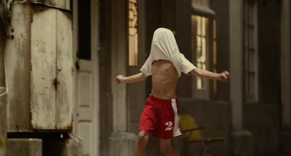 【廣告創意】連祂都開始瘋足球了,你怎麼能不狂熱呢!