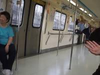 台北捷運上的女學生 轉貼