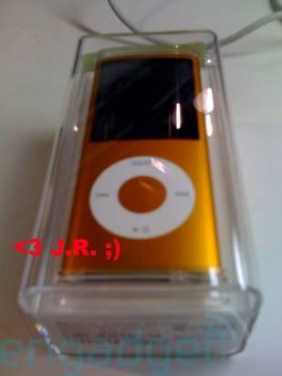 第四代 iPod nano 買不買?