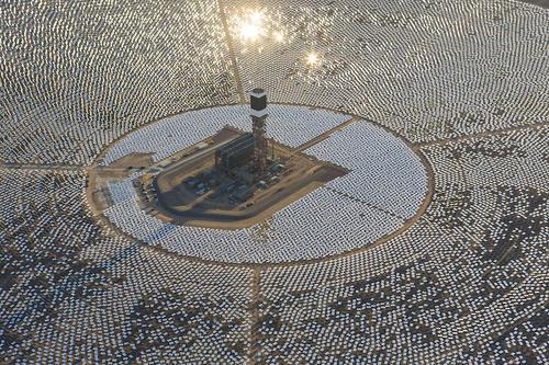 完成度真的超高的旋風旋轉…太陽能發電場