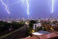 五雷轟頂!芝加哥雷暴的壯觀縮時攝影