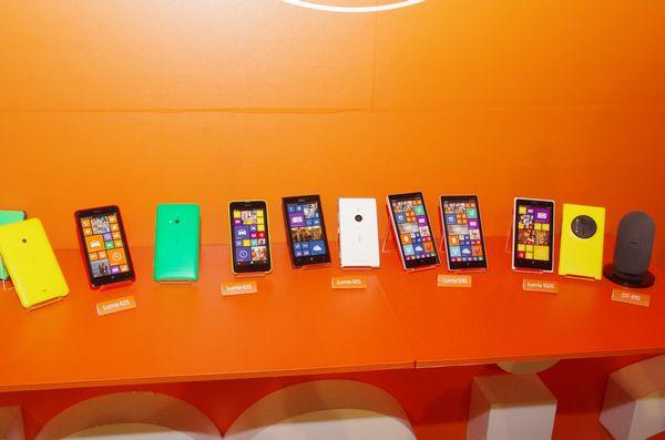 微軟在台推出高階 4G 機種 Lumia 930 ,並宣布部分 4G Ready 機種將開放升級解放 4G 支援