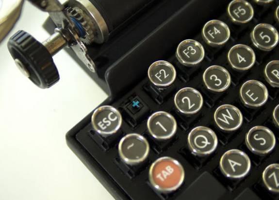復古打字機外觀的機械式鍵盤