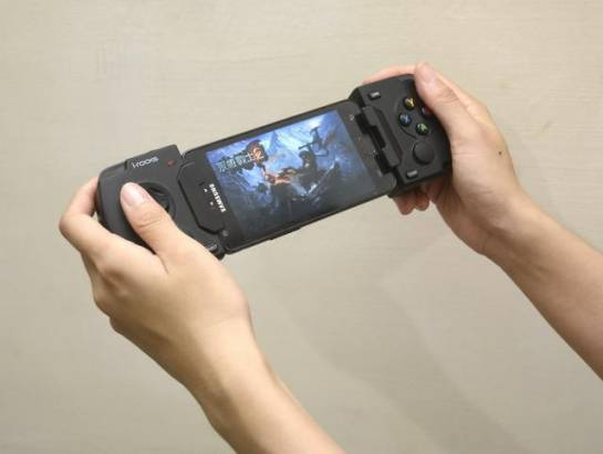 找回玩遊戲當下能夠紮紮實實手握的感動,i-rocks G01藍牙遊戲手把動手玩