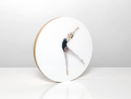 時間就是跳舞!漂亮的時鐘設計,透過芭蕾舞姿來辨識時間