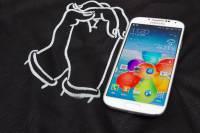 國外使用者因 Galaxy S4 燒毀與三星溝通未果,卻獲得 HTC 贈送 One M8