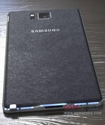 三星 Galaxy Note 4 正反面外觀曝光,延續仿皮革背蓋但疑似採用金屬邊框