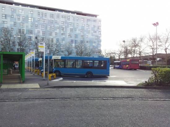 讀者分享:親身直擊倫敦無線充電巴士站