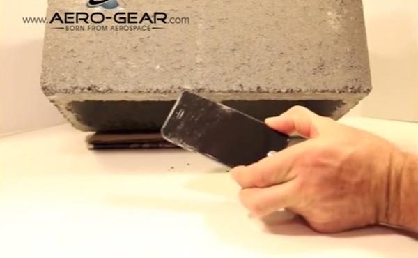 iPhone藍寶石玻璃螢幕有多厲害? 影片展示實機挑戰混凝土