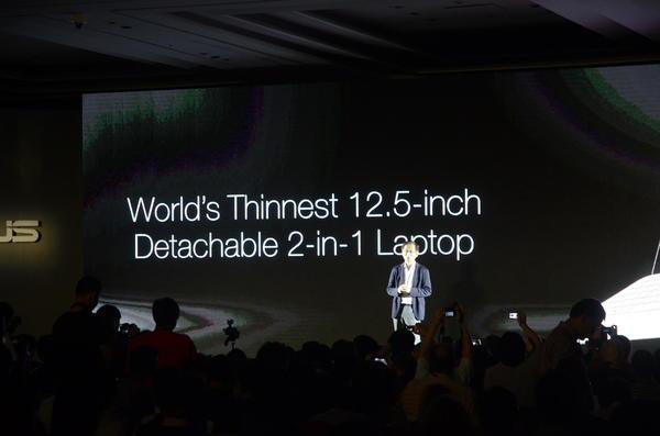 Computex 2014:不論是air還是Chi,都表示華碩這款12.5吋的Transformer Book T300 Chi很輕薄就對了