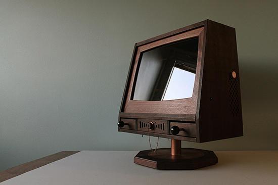 瑞典設計師人手工製作復古造型遊戲專用電腦