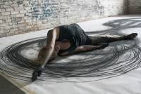 結合舞蹈與視覺藝術,不斷循環的物理運動創作