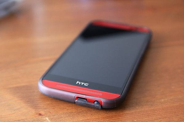 「開箱」金屬質感極佳——hTC One M8 熱戀紅開箱