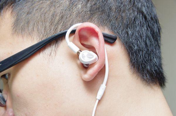 電音 DJ 監聽耳機不再只有耳罩耳機, Pioneer 針對專業 DJ 監聽的耳道耳機 DJE-1500 、 DJE-2000 動手玩