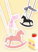 《飾飾飛飛》繽紛樂園 童話風木馬造型項鍊-粉紅