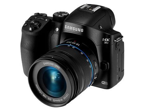 三星高階可交換鏡頭機身 NX30 與大光圈變焦鏡 16-50mm f2-2.8 一同發表