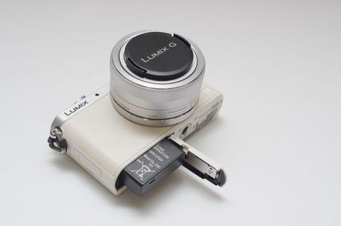 掌中鋼砲, Panasonic GM 可換鏡頭相機動手玩