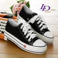 《LD image》街頭不敗˙經典休閒星星厚底增高帆布鞋.黑