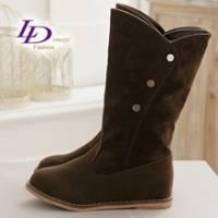 《LD image》甜蜜指標 mini磁釦悠躍絨質內增高中靴-深棕