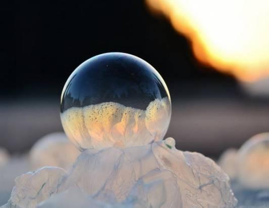 結冰了的肥皂泡原來這麼漂亮!