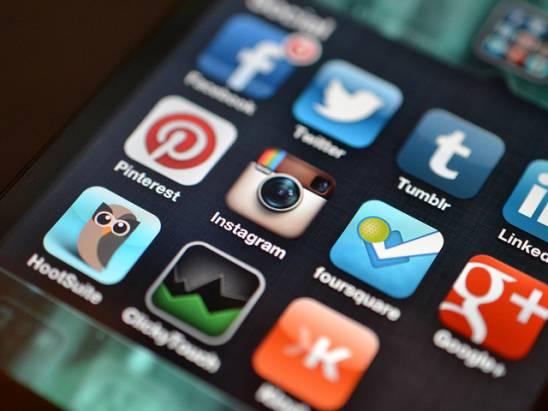 左打Snapchat、右打Twitter?Instagram推出私人訊息Direct