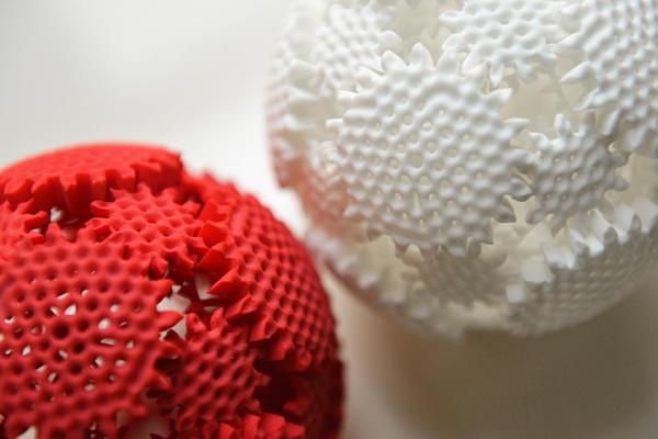 超酷的 3D 列印齒輪動能轉轉球