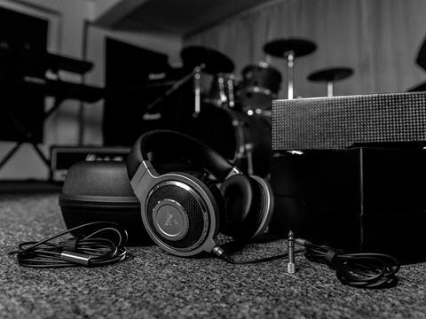 意圖音樂鑑賞、遊戲需求雙吃, Razer 推出北海巨妖合金版旗艦耳機