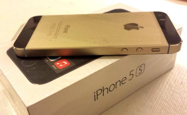 不喜歡金色版iPhone 5s配白色? 也有黑配金色版 [圖庫]