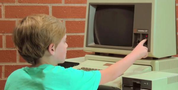 平板世代小孩遇上 Apple II
