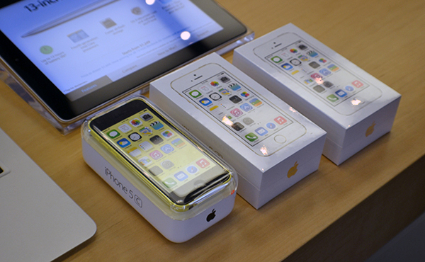 iPhone 5c供過於求, 富士康廠房停產