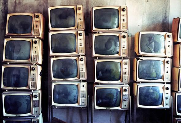 電子垃圾變藝術!用 CRT 裝飾房間
