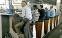 荷蘭機場向旅客提供踩單車充電裝置