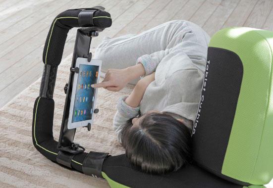 [科技新報]正躺側躺都行,懶人救星躺著打平板專用枕