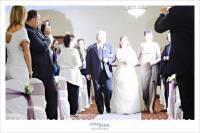 婚禮攝影讓專業的來就好,賓客們收起手上的相機,只要行注目禮 用力拍手和給予真心祝福即可