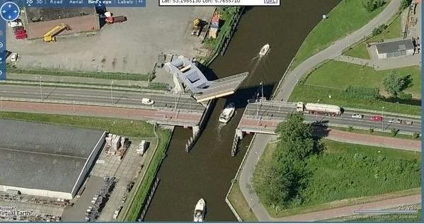 可以用機械手臂舉起來的橋