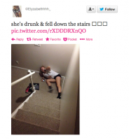 沒想到從樓梯上滾下來跌個狗吃屎也可以這麼歡樂