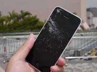[科技新報]iPhone 5s 5c跌落測試:iPhone 5c螢幕碎裂